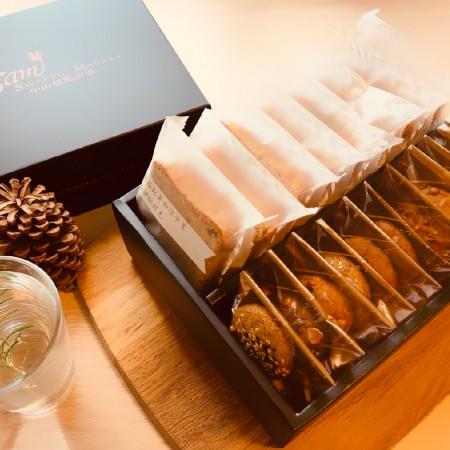 【小山甜點市集】 11片手工餅乾加8片熟成蛋糕彌月禮盒